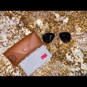 Ray Ban Aviator Sunglasses. Make an offer 😊